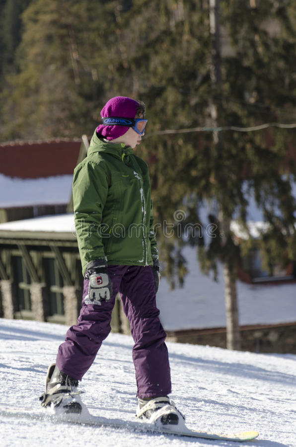 Lernen zum Snowboard lizenzfreie stockfotos