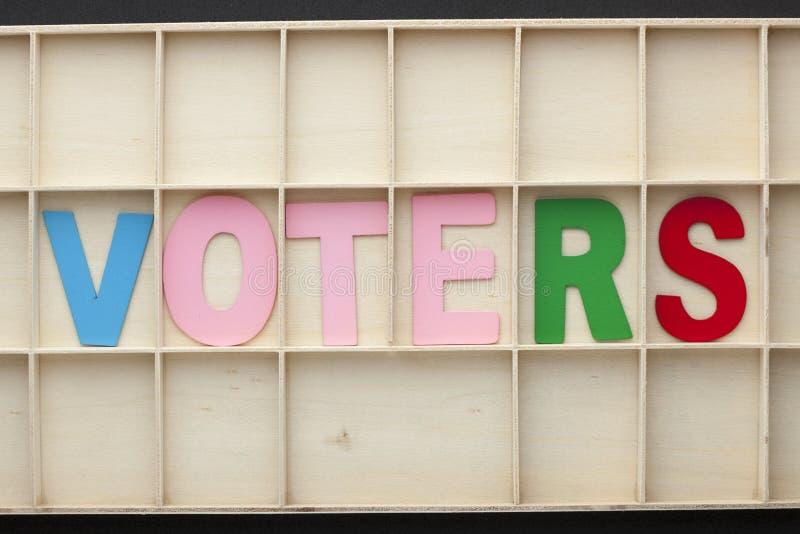 Les électeurs ont orthographié les lettres en bois images libres de droits