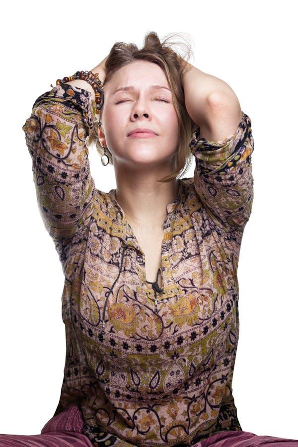 Les émotions est effort, souffrant concept - cris de douleur femme déchirant des cheveux désespoir réaliste et naturel de sensati images libres de droits