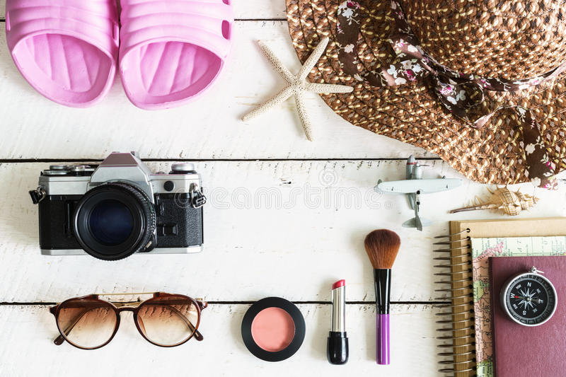 Les équipements occasionnels de la femme, équipement de voyageur féminin images stock