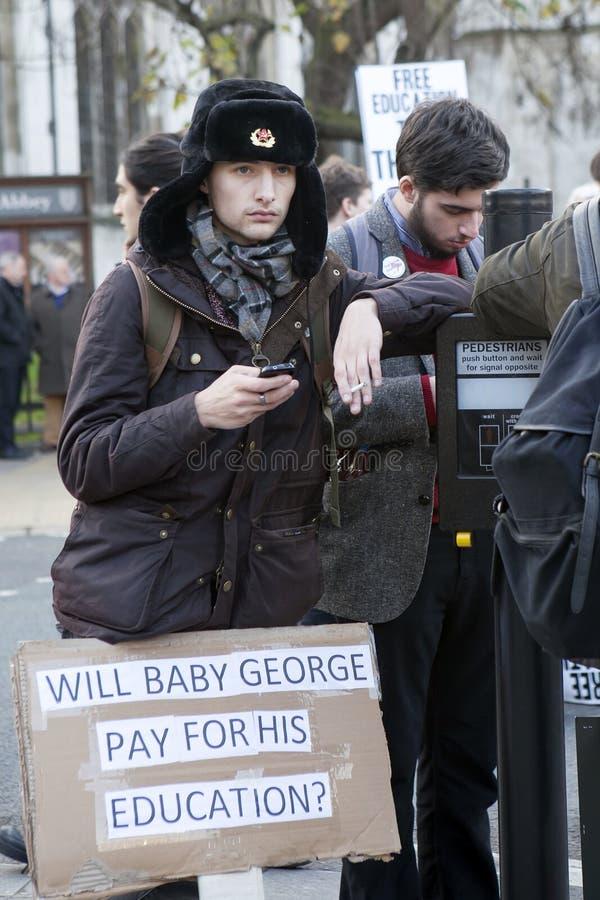 Les étudiants protestent contre des honoraires et des coupes et dette à Londres centrale image stock