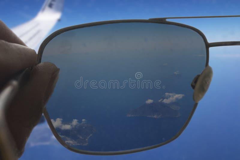 Les îles éoliennes par des lunettes de soleil photographie stock
