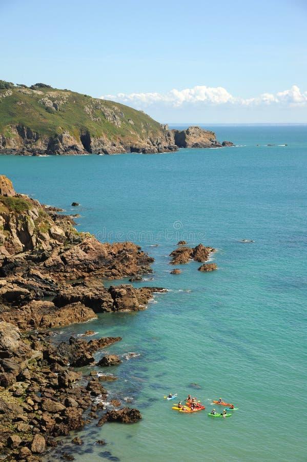 Les Îles Anglo-Normandes de côte de Guernesey images libres de droits