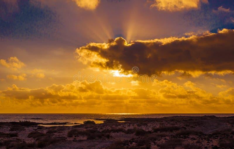 Les Îles Canaries Espagne d'EL Cotillo Fuerteventura de coucher du soleil photos libres de droits