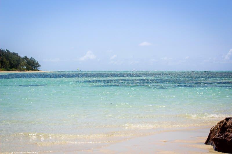 Les Îles Maurice, les belles plages, les sports extrêmes, et les cieux parfaits photographie stock libre de droits