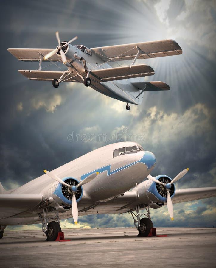 Les aéronefs sur la piste. image stock