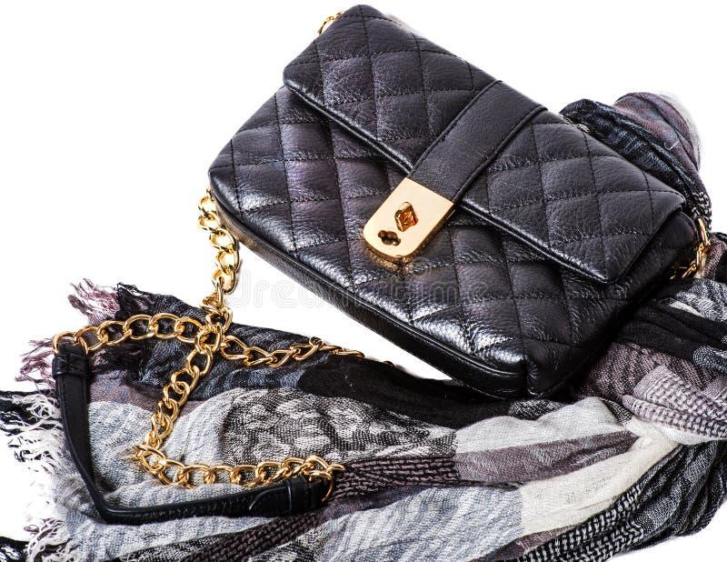 Les accessoires des femmes : sac et écharpe photographie stock libre de droits