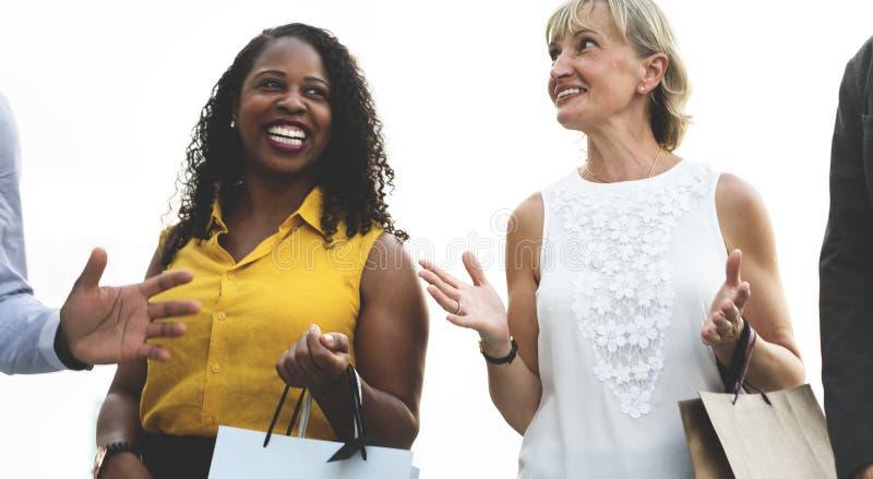 Les achats de féminité de femme détendent le concept image stock