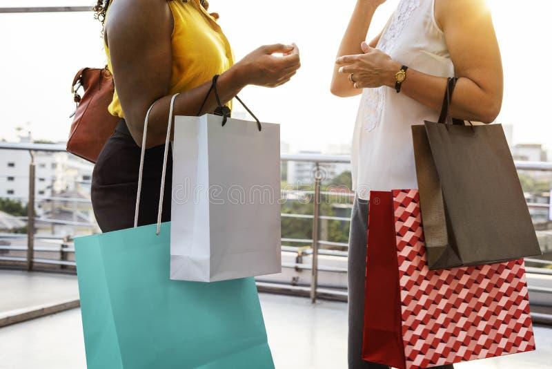 Les achats de féminité de femme détendent le concept image libre de droits