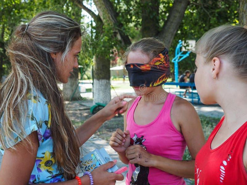 Les activités de jeux pour des enfants dans une récréation campent dans Anapa dans la région de Krasnodar en Russie images libres de droits