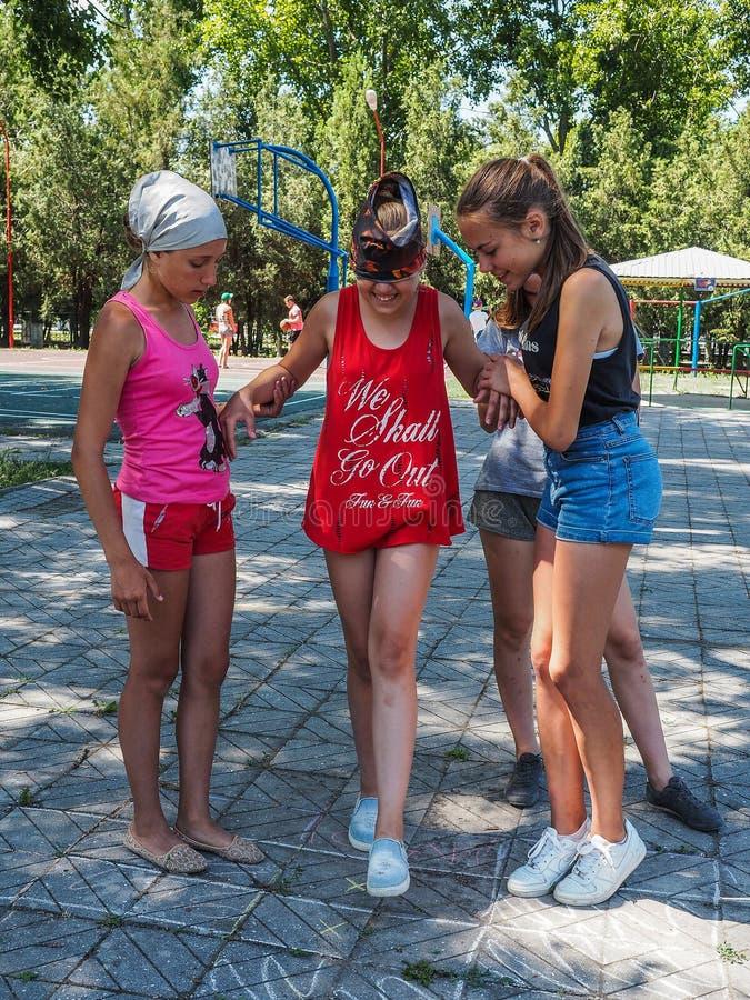 Les activités de jeux pour des enfants dans une récréation campent dans Anapa dans la région de Krasnodar en Russie image libre de droits