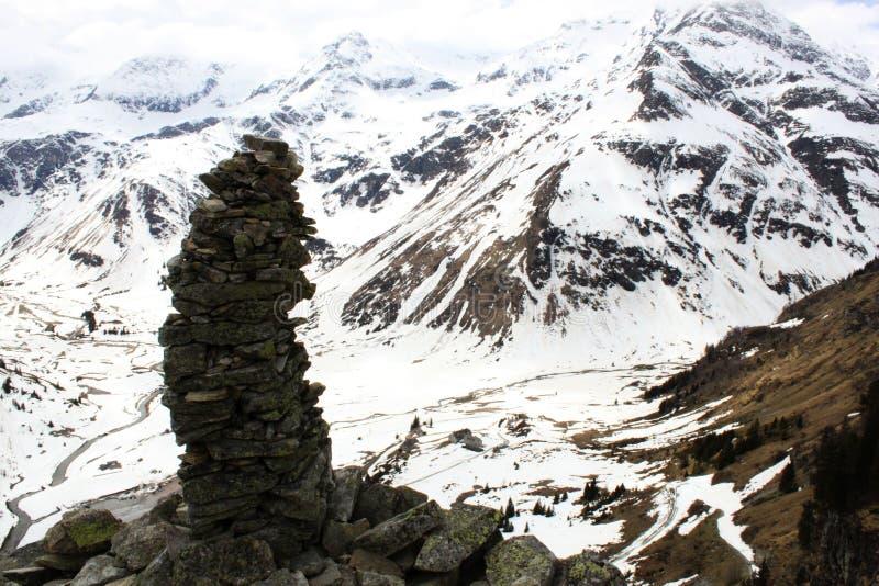 Les Alpes Skulpture en pierre image stock