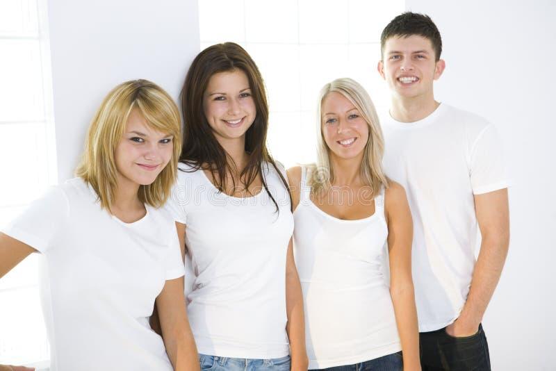 les amis groupent d'adolescent images stock