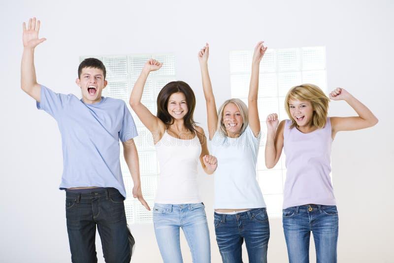 les amis groupent heureux images libres de droits