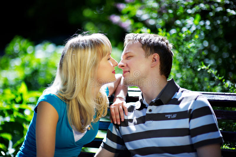 Les amoureux équipent et femme photos stock