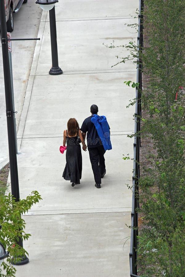Les amoureux flânent 2 photo libre de droits