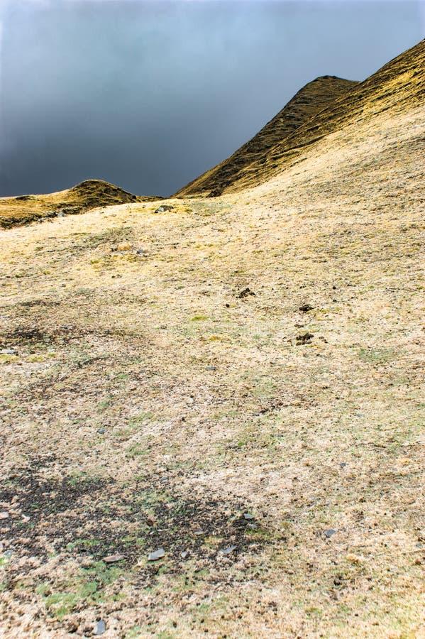 Les Andes p?ruviens stup?fiant le jour Am?rique du Sud de trekking photographie stock