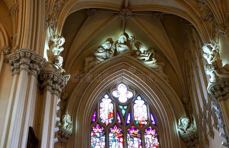 Les anges et les prophètes observent au-dessus du fidèle photos libres de droits