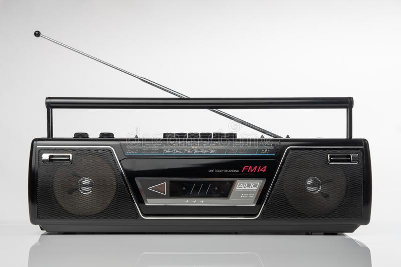 les années 1980 dénomment le lecteur de cassettes par radio images stock