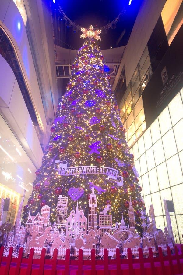 Les arbres de Noël ornent et attachent des accessoires ornemente Noël sur le celrbration de Noël image stock