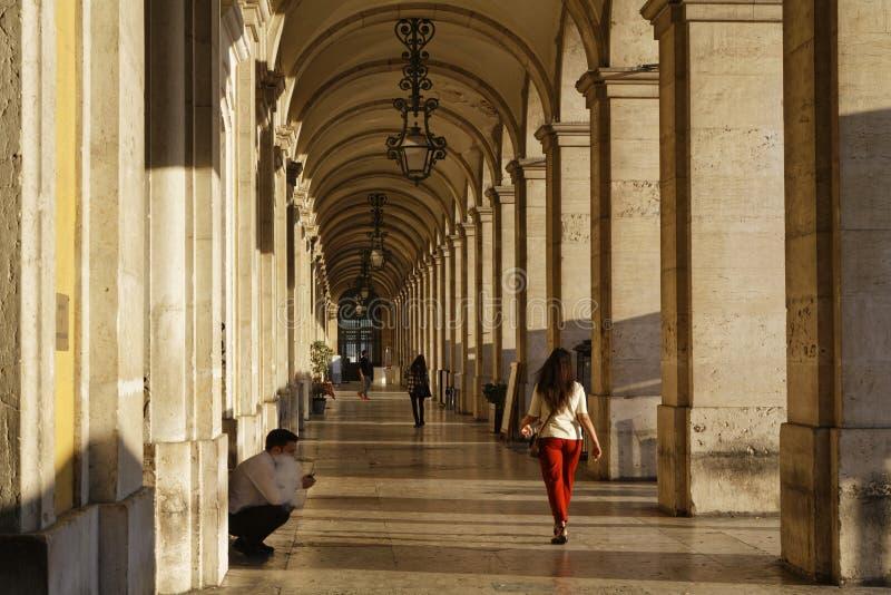 Les arcades de Praca font la place de commerce de Comercio photographie stock libre de droits