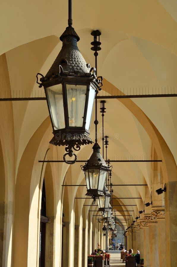 Les arcades gothiques de Sukiennice photographie stock