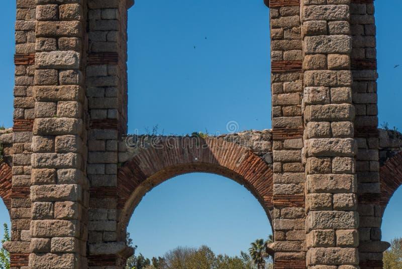 Les archs de l'aqueduc à Mérida images libres de droits