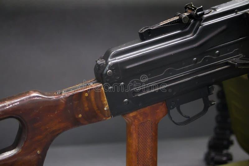 Les armes automatiques - fusils d'assaut de kalachnikov - se ferment vers le haut de la vue image libre de droits