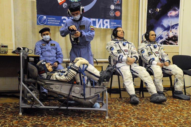 Les astronautes lors du contrôle des fuites images stock