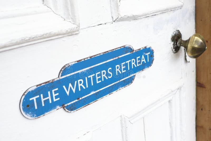 Les auteurs retraitent le signe de porte à l'entrée d'apaiser la pièce de paix pour le mindfulness et la zone de pensée d'éc photo libre de droits