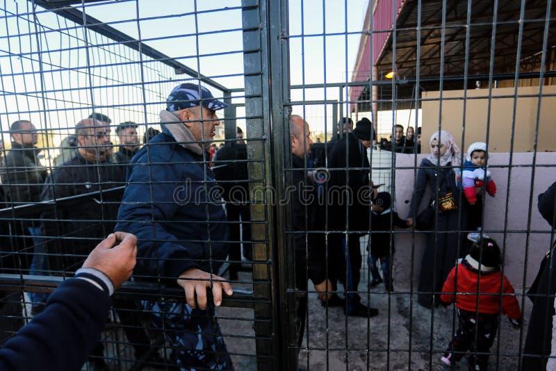 Les autorités égyptiennes rouvrent le croisement unique de passager entre Gaza et l'Egypte dans les deux directions aujourd'hui photo stock