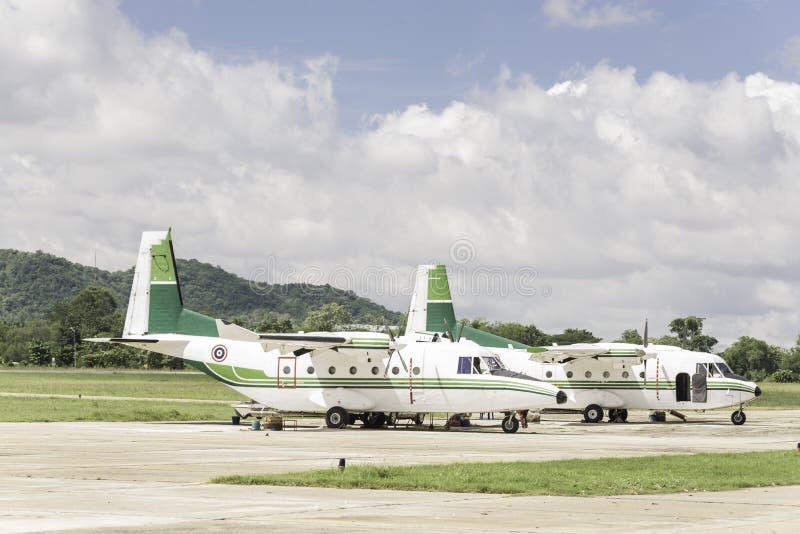 Les avions pour arroser la pluie, la font pleuvoir photos stock