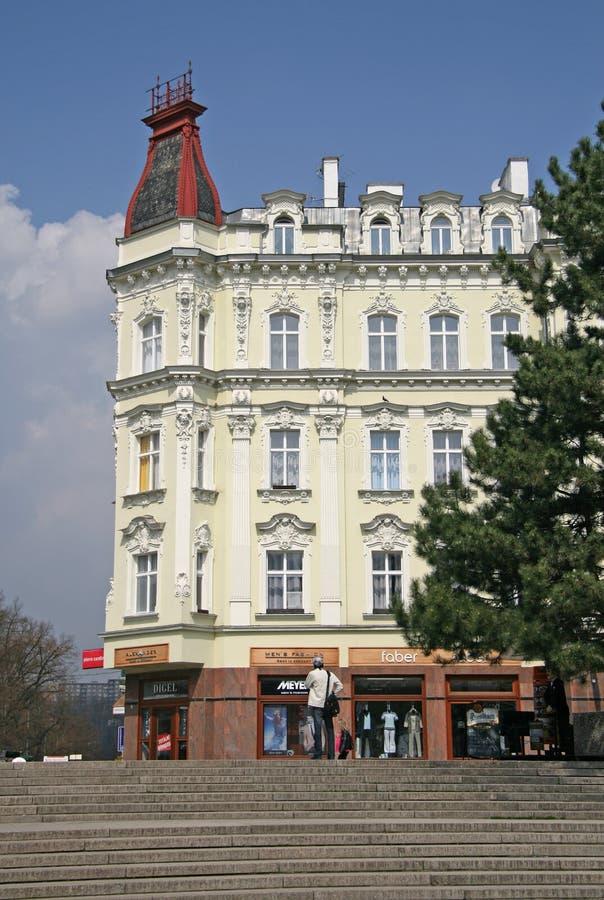 Les bâtiments à Karlovy Vary ou à Carlsbad qui sont une ville de station thermale ont situé en Bohême occidentale, République Tch images libres de droits