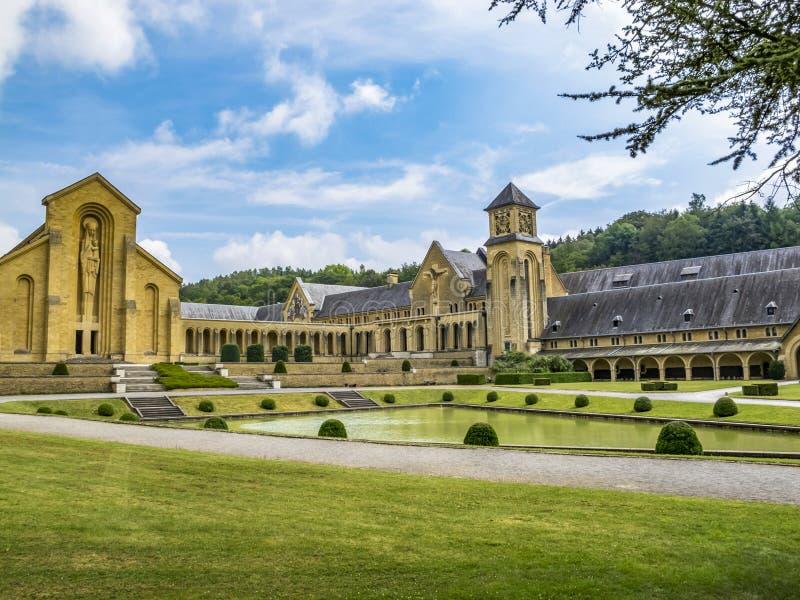 Les bâtiments de l'abbaye cistercienne d'Orval de nouveau trappiste dans Villers-devant-Orval, province du Luxembourg, Belgique photographie stock libre de droits