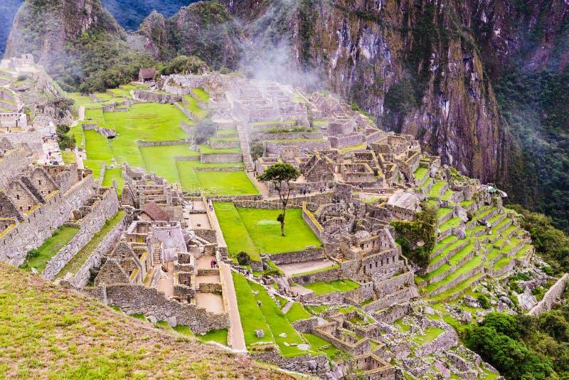 Les bâtiments en pierre ont perdu la ville des Inca Machu Picchu images stock