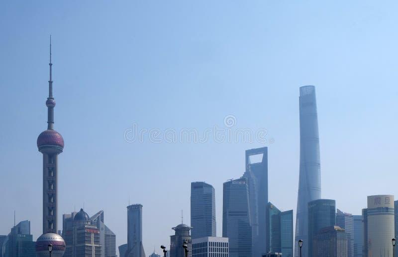 Les bâtiments financiers de gratte-ciel de secteur de Lujiazui aménagent en parc à Changhaï image libre de droits