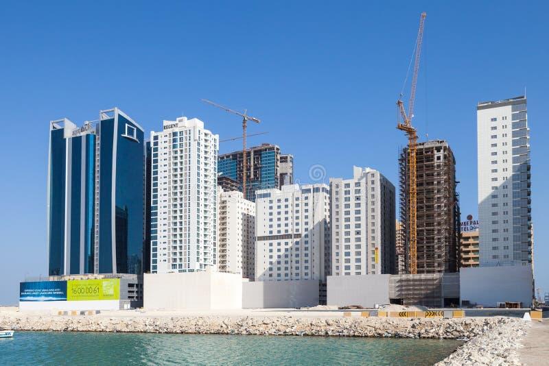 Les bâtiments modernes d'hôtels sont en construction image stock