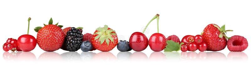 Les baies encadrent la framboise de fraise, cerises dans une rangée photo stock