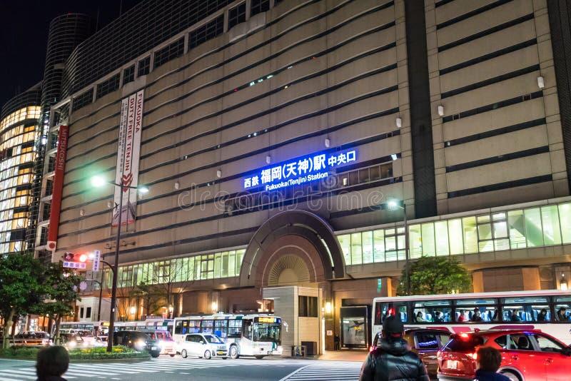 Les banlieusards voyagent à la station de Fukuoka Tenjin photo libre de droits