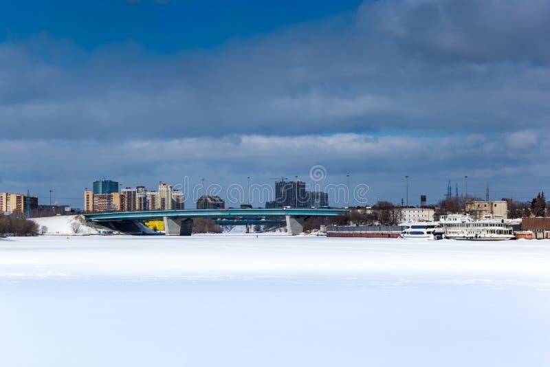 Les banques de la rivière de Moscou image libre de droits