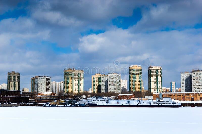 Les banques de la rivière de Moscou photos stock