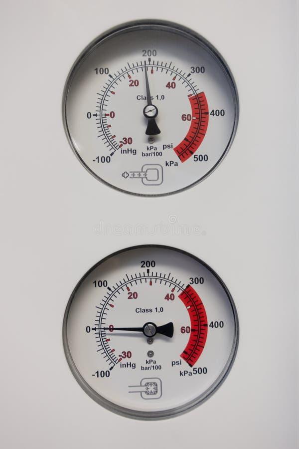 Les baromètres indiquent la pression photographie stock
