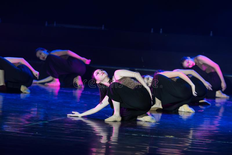 Les bases recherchent--Âne de drame de danse obtenir l'eau image libre de droits