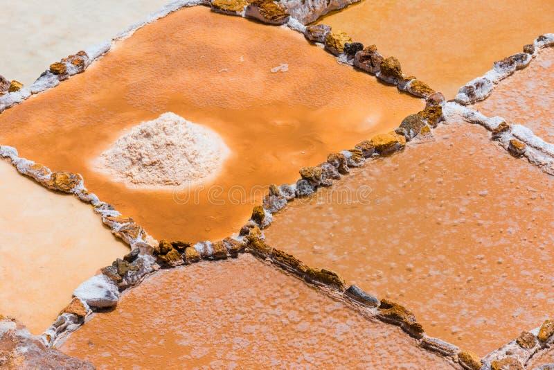 Les bassins de sel de Moray se ferment vers le haut de la province de Cuzco Pérou photos stock