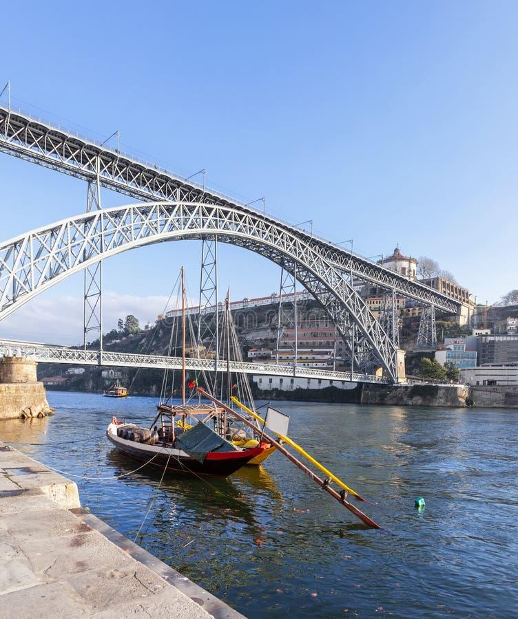 Les bateaux iconiques de Rabelo, les transports traditionnels de vin de port image stock