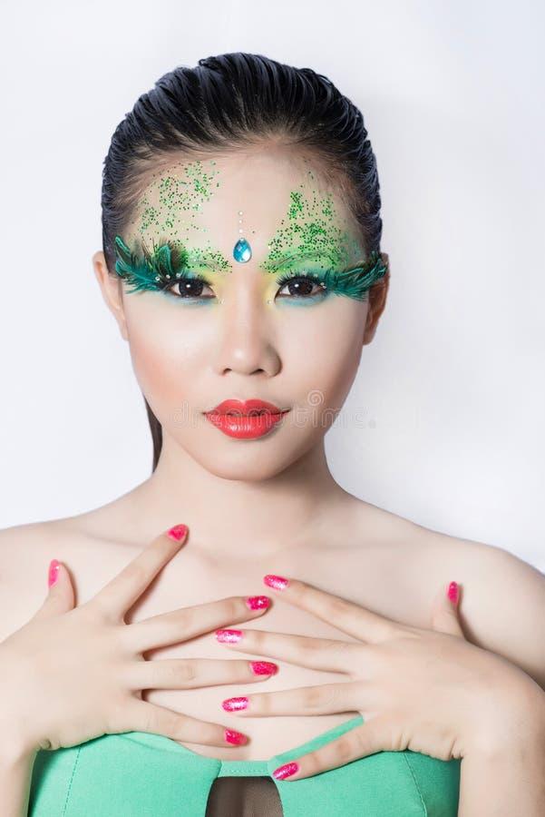 Les belles femmes avec l'art parfait composent et long eyelashe faux photo libre de droits