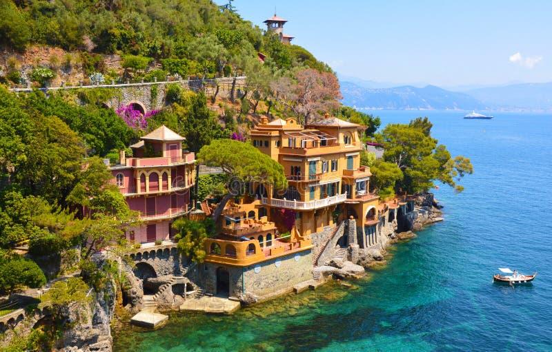 Les belles maisons de luxe dans Portofino aboient, l'Italie photo libre de droits