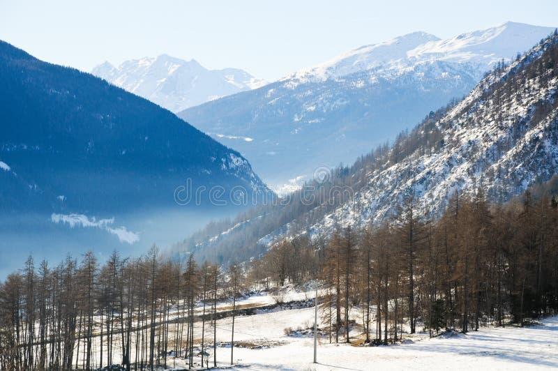 Download Les Belles Montagnes Autour Du Bionaz Dans Le Val D'Aoste, Italie Photo stock - Image du amusement, bleu: 76087234