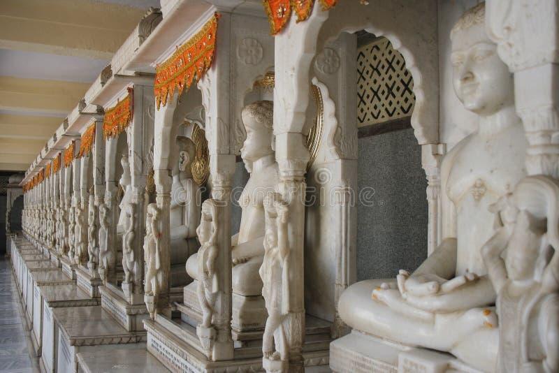 Les belles statues de Budda Buddah ont découpé de la pierre de marbre images libres de droits