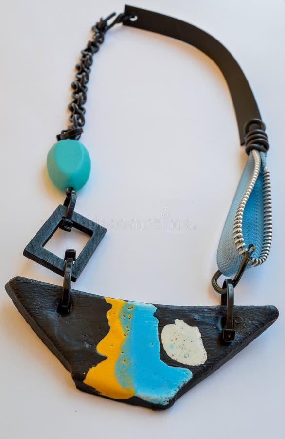 Les bijoux faits main, bateau ont formé le collier image stock